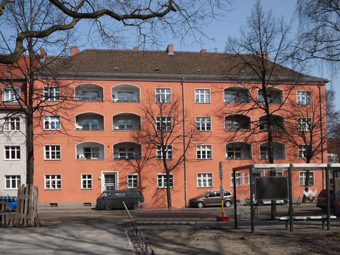 2 modernisierte 1930 errichtete Gebäude im Zentrum Köpenicks